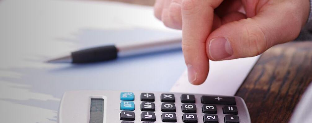 Meaning of Sales Tax in English